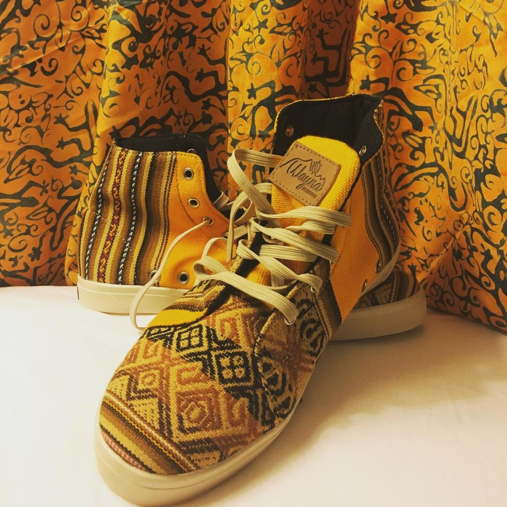 Schuhe und Pareo